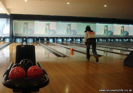 bowling in japan at round one 1