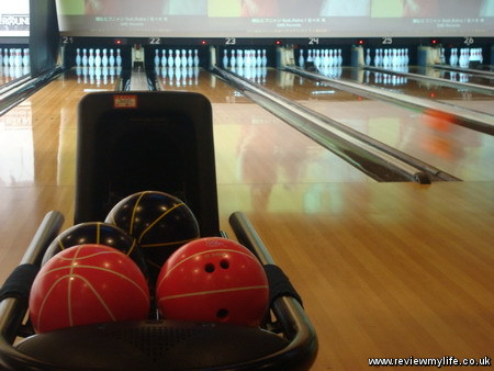 bowling in japan at round one 8